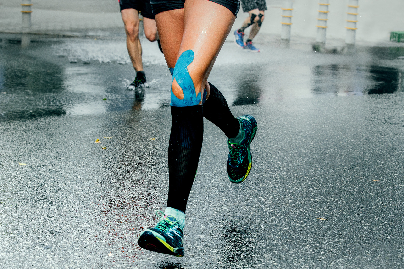 runner suffering from Runner's Knee